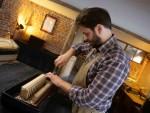 Réparation d'accordéons, restauration de meubles anciens